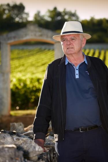 Olivier Leflaive devant ses vignes